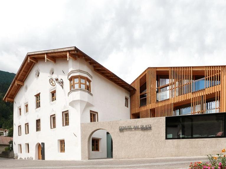 the hotel wiesses kreuz in burgeis