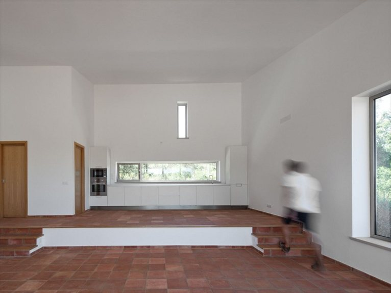 Portugal house in odemira by vitor vilhena arquitectura - Building orientation to optimize sun exposure ...