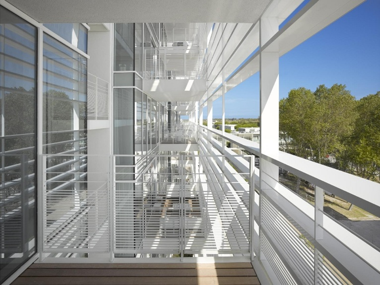 Jesolo lido richard meier 39 s beach houses completed for Designhotel jesolo