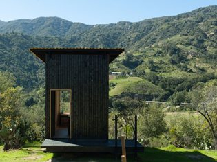 The microcosm of wooden lodges among matter, nature and minimalism
