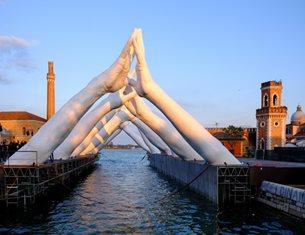 Lorenzo Quinn brings monumental Building Bridges sculpture to Venice Biennale